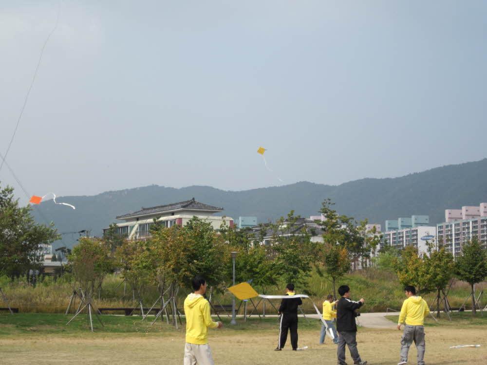 김해캠프-연날리기
